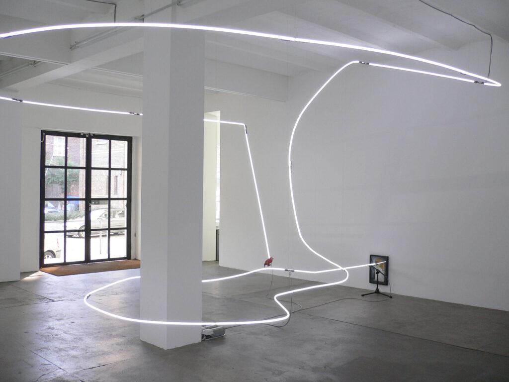 Pietro Roccasalva, Jockey full of Bourbon II, 2006, neon, acrilico su carta su forex, specchio, resina, piume dipinte a mano, 290x680x580 cm, Collezione Giuliani, Roma