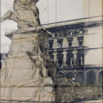 Christo, Wrapped Monument to Vittorio Emanuele (Project for Milano Piazza del Duomo), 1970, tecnica mista su cartone, 70x55 cm, Collezione Consolandi, Milano (Foto Roberto Marossi)