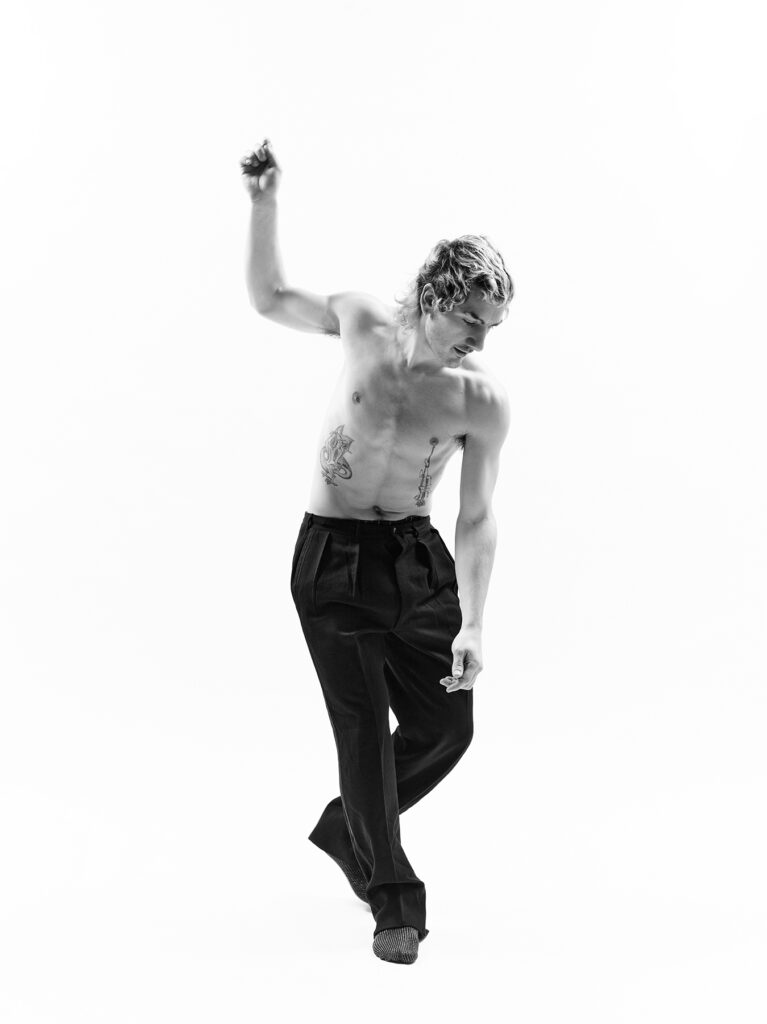 Simone Bergantini, MOSKOV TAHLLEBATb - frame (How to dance rave music), 2020-21, stampa su cartoncino fotografico ai pigmenti, 160 x120 cm